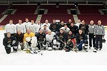 Tachovští hokejisté v karlovarské aréně.