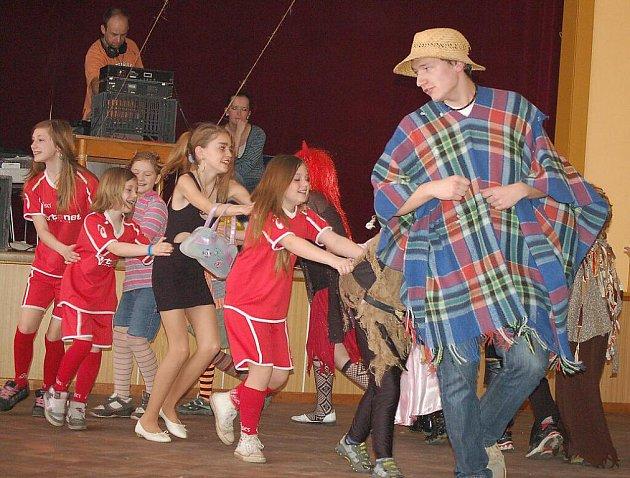 Děti z Lestkova se bavily na karnevalu
