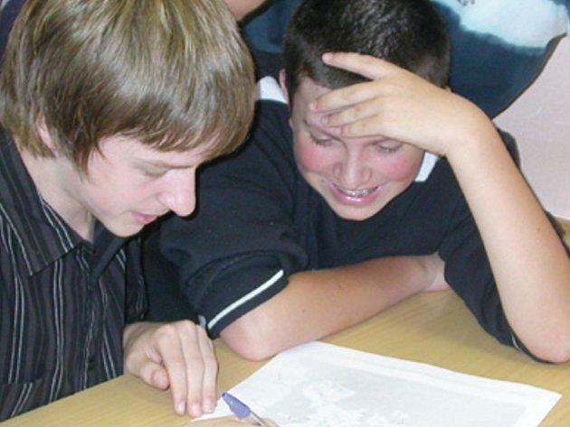 Školáci hledali na slepé mapě státy EU.