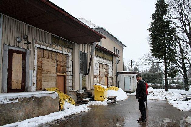 PRVNÍ ETAPA REKONSTRUKCE bývalé budovy casina přinese zázemí pracovníkům technických služeb Přimda.