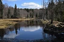 Na naučné stezce Vodní svět v přírodním parku Na Kolmu.