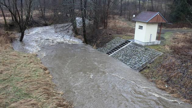 Kosový potok a měřící stanice pod Třebelí.
