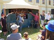 Na svojšínském zámku zahájili výstavu loutek zapůjčenou z plzeňského muzea loutek. Do výstavy se ale zapojily i mateřské a základní školy ze Svojšína a z blízkého okolí s výrobky dětí.