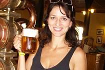 Adéla Gondíková moderovala slavnosti piva v Chodové Plané.