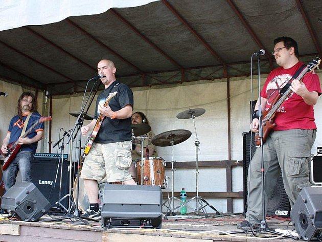 Na kladrubském festivalu Kladrockfest se také představila borsko kladrubská formace Securitate.