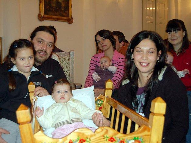 Slavnostní události se spolu se svými rodiči Martinou a Lubomírem a sestřičkou Martinkou zúčastnila také Emička Kuchynková