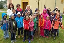 Školáci zasadili lípu pro mír