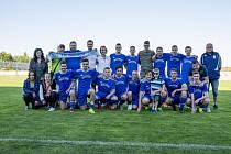 Poslední týmové foto FK Tachov v divizi 8. června po domácím utkání proti Dobříši. Z kádru na snímku nezůstal kámen na kameni a ´nový´ FK Tachov absolvuje sezonu 2019/20 pouze v okresním přeboru II. třídy.