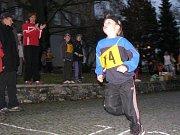 Večerní běh Tachovem. Vítěz v kategorii nejmladších žáků  Matěj Mrázek z Tachova