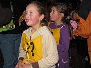 V  Tachově se konal desátý ročník Večerního běhu. Jako první se na start postavili nejmladší žáci a  žákyně. Podívejte se, jak běželi a jaká byla na závodech atmosféra.