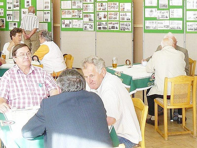 Setkání bývalých pohraničníků doplnila výstava dokumentů z historie plánské brigády.