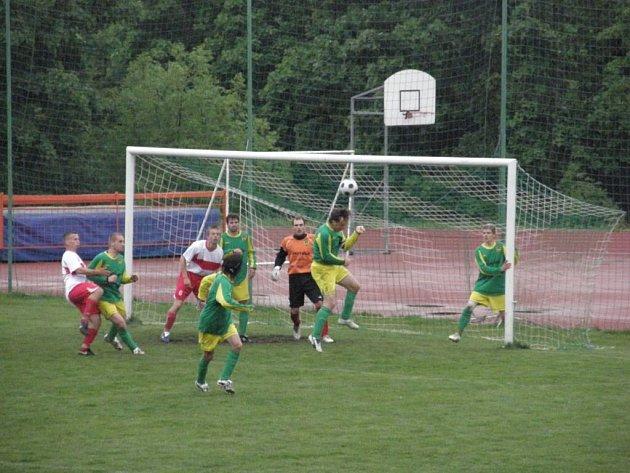 Fotbal – Přebor Plzeňského kraje: Baník Stříbro – TJ Přeštice 4:3 (3:1)