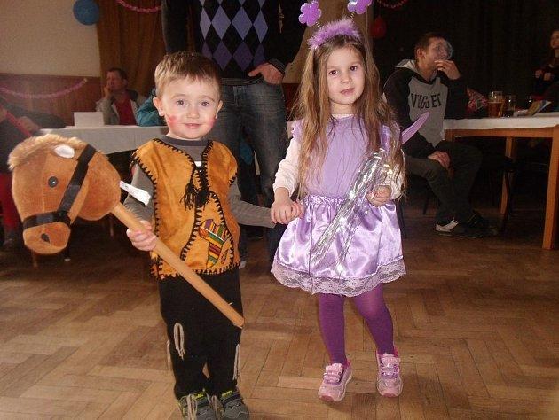 Na tanečním parketu řádily nejrůznější masky. Děti si zábavy užívaly maximálně.