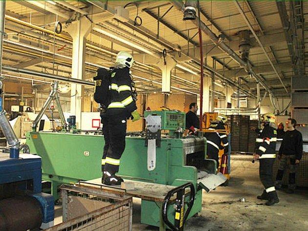 Požár se naštěstí nerozšířil do dalších částí výrobní haly. I přes to způsobená škoda dosahuje odhadu necelého půl milionu korun.