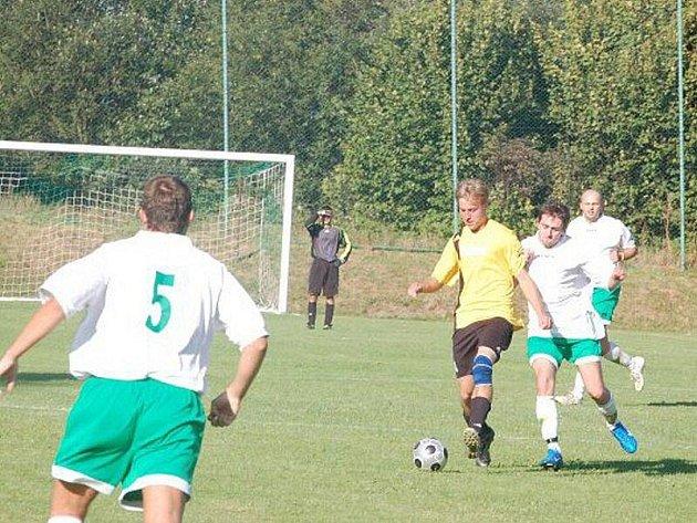 Ve fotbalovém přeboru druhé třídy je odehráno druhé kolo, které opět přineslo gólové hody – padlo 38 branek