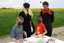 V lese u Vranova čekaly na děti pohádkové bytosti. Na hřišti pak různé hry.