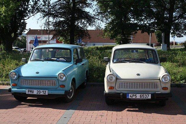 Více než desítka majitelů Trabantů se v sobotu vypravila na výlet.