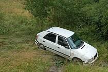 Vozidlo jedoucí od Nové Hospody směrem na Planou dostalo smyk a havarovalo do protějšího příkopu