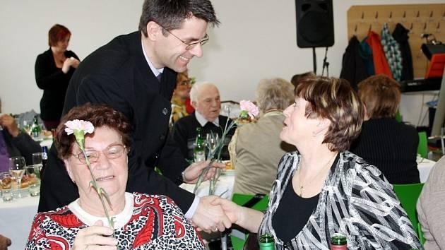 Více než stovka seniorů se sešla na městských oslavách Mezinárodního dne žen v Boru.
