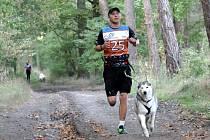 Běžec Jan Danko se svým psem Kimíkem byl druhý na mistrovství ČR v canicrossu.