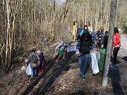 Členové vodáckého oddílu Tachov uklidili řeku Mže
