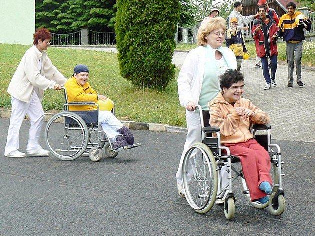 DĚTSKÝ DEN oslavily ve středu děti z Domova pro osoby se zdravotním postižením v Milířích.