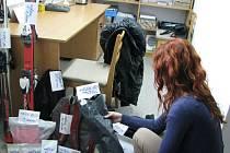 POKLADNA má v současné době v úschovně sedmnáct předmětů – patří mezi ně dvoje sjezdové lyže, cestovní taška, sekery, mobilní telefony, peníze, peněženky a mnoho dalších věcí.
