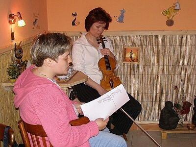 U Kocoura zněly verše a housle