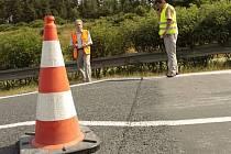 Kvůli poškození vozovky došlo v pondělí večer před 22 hodinou k uzavření dálnice D5.