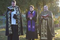 Na centrálním hřbitově v Tachově se sešli zástupci tří církví působících ve jmenovaném městě, aby společně s příchozími uctili vzpomínku na zesnulé.