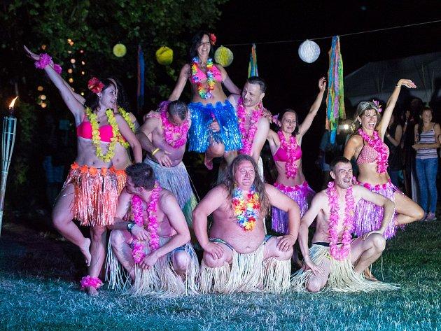 Hawaii party v Černošíně přilákala rekordní počet návštěvníků.