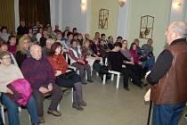 DO POSLEDNÍHO MÍSTA se zaplnil kinosál Městského kulturního střediska v Tachově diváky, kteří přišli na představení neprofesionálních filmařů. Pokračoval cyklus večerů Natáčíme.