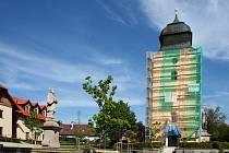 Kostel sv. Jiří na přimdském náměstí.