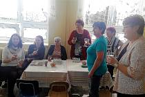 Obyvatelky Lesné se sešly aby společně s autorkami pokřtily novou knihu.