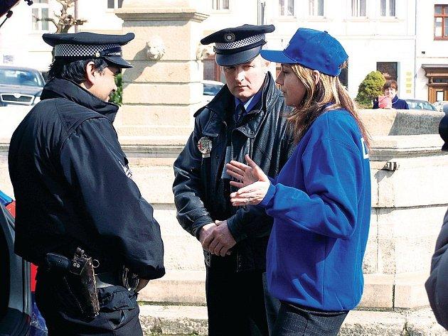 Tachovští městští strážníci v akci. Na kameru, která jim pomáhala v práci týden, si zatím budou muset ještě počkat.