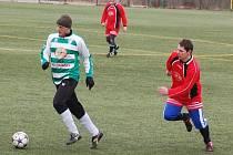 Fotbalisté T. Přimda odehráli na umělé trávě v Tachově další přípravné utkání.