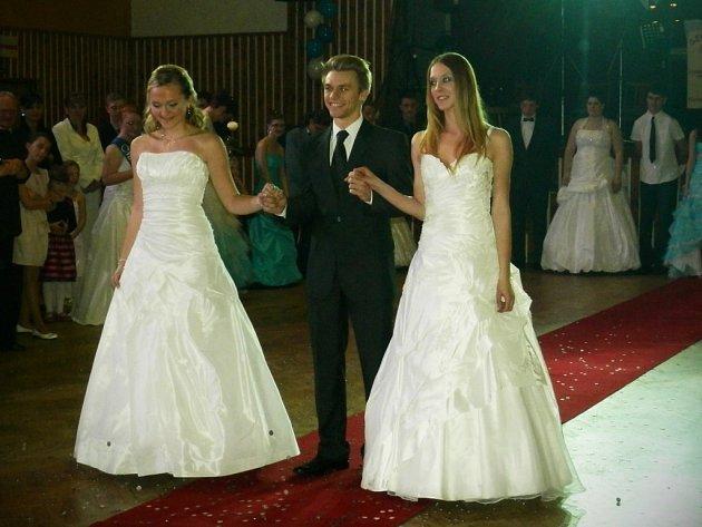 V kulturním domě ve Stříbře se konal maturitní ples, který pořádala třída OA4