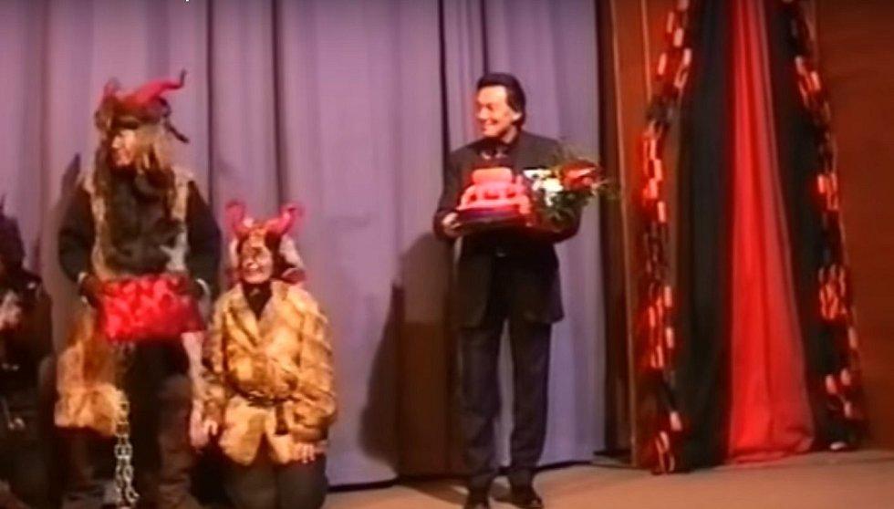 Z dokumentu o uvedení pohádky Z pekla štěstí 2 v Tachově v roce 2001.