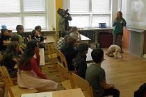 Fotografie a videa o svém psovi děti prohlédly