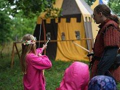 U rozhledny v Plané se uskutečnilo s prázdninami. Děti si mohly si mimo jiné mohly vyzkoušet střelbu z  luku a kuše.