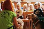 Děti přišli navštívit čtyřnozí přátelé