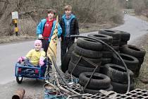 Dobrovolníci z Tachova a okolí se sešli, aby uklidili okolí svého domova, tentokrát Plánskou ulici. Akci organizuje už druhým rokem David Vojta a cílem je uklidit část přírody od letitého nepořádku.
