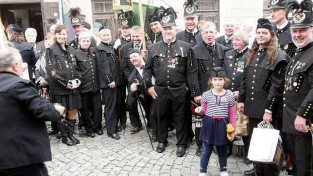 DELEGACE stříbrských horníků a ostrostřelců patřila na setkání měst a obcí s hornickou tradicí v Českém Krumlově k nejpočetnějším.
