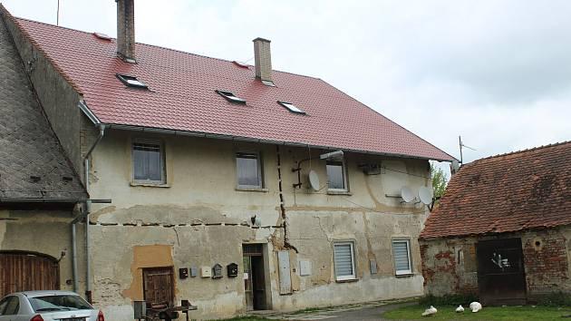 Objekt v areálu ve Třídvoří se rozhodl majitel odříznout od energií, lidé neví, kam jít.