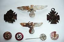 Nález v jehličí: kožená brašna plná válečných dokumentů z Tachova Foto: Jaroslav Kubíček