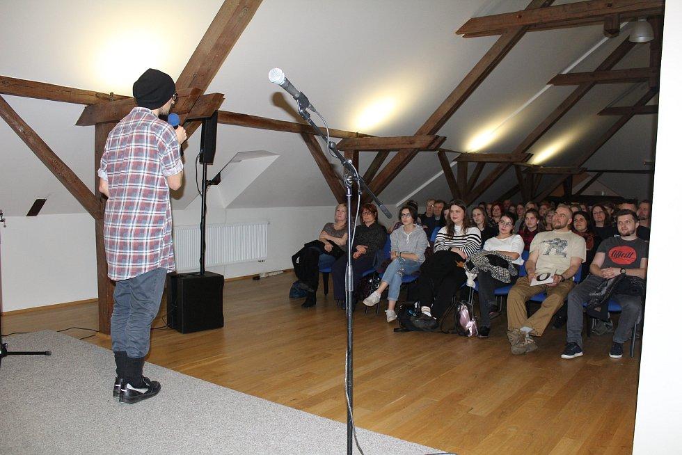 Večer slam poetry ve Stříbře.