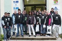 Sbírku podpořili i studenti druhého ročníku oboru strojírenství Střední průmyslové školy Tachov, Světce.