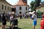 Program se také odehrával v okolí zámku. Foto Jiřina Křížová