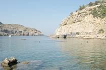 Zátoka Anthony Quinna na řeckém ostrově Rhodos láká především průzračným mořem.