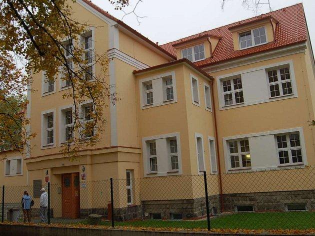 Tato první česká škola v Tachově byla založena v roce 1928.